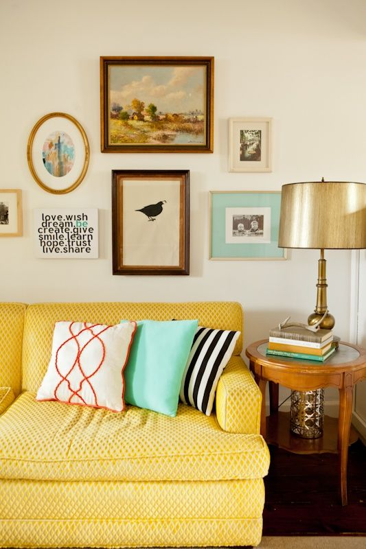sofá amarelo 16