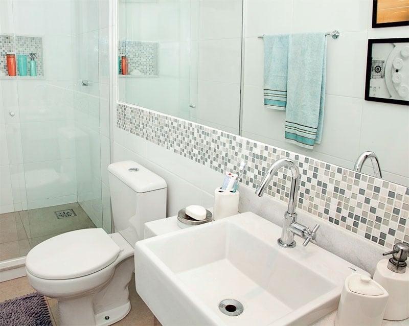 Como usar pastilhas de vidro no banheiro sem gastar muito -> Banheiro Pequeno Com Pastilhas De Vidro