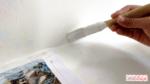 Como consertar uma pintura descascada na parede