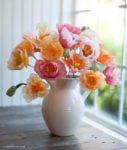 5 tutoriais para decorar a casa com flores de papel