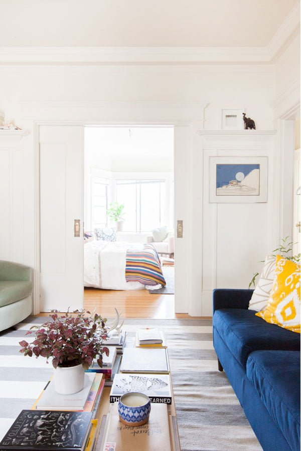 sala renovada Alison-Living-Room5