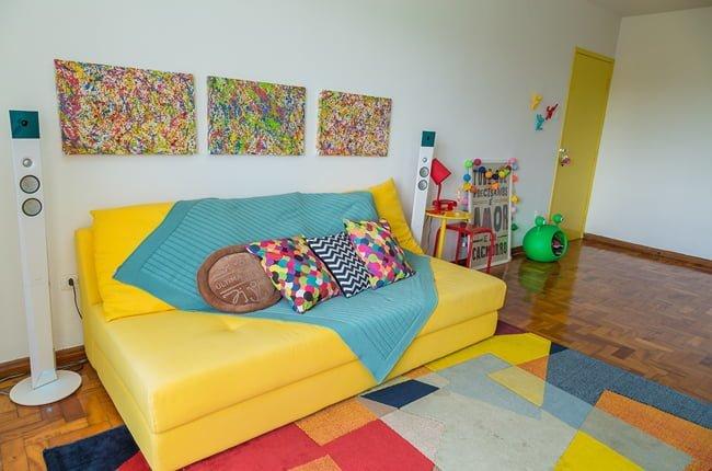 Sof amarelo em decora o de verdade simplichique for Sofa que vira beliche onde comprar