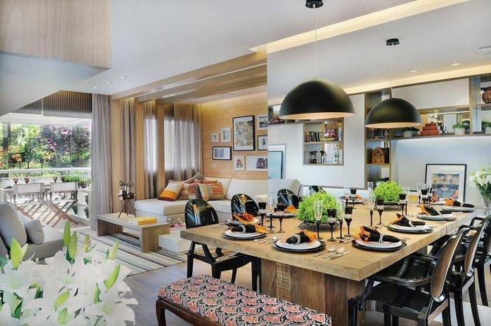 sala de jantar com pendentes na cor preta