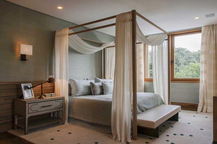 quarto com cama dossel