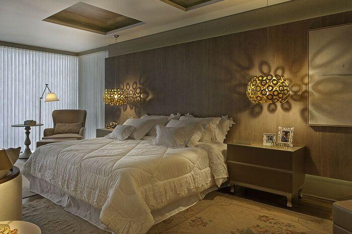 cama de casal com colcha