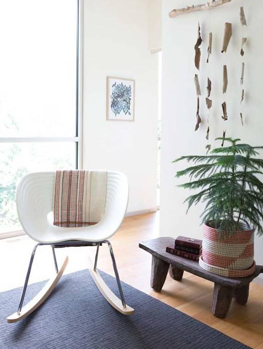 varanda com cadeira de balanço minimalista